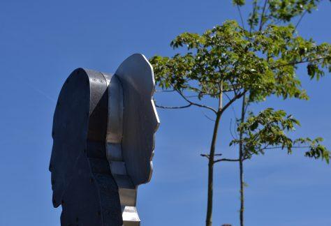 José dos Santos Ferreira – Macau (1919/1993) Poetas dos Países ou Territórios de Expressão ou Cultura Portuguesa Escultor: Carlos Marreiros Parque dos Poetas (2ª Fase A)